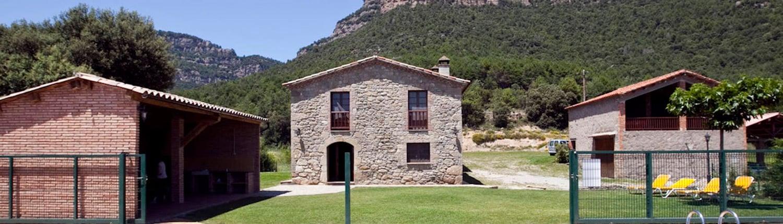 Casa, porxo i jardí exterior de Cal Cosme