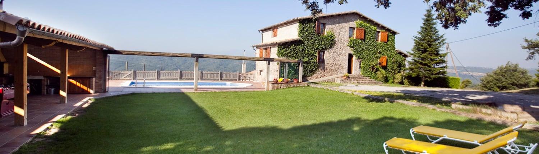 Exterior de Cal Peu Curt, Piscina, jardí i porxo.